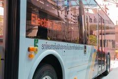 Autobús eléctrico en Tailandia Imagen de archivo