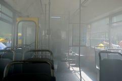 Autobús en el fuego en la calle Foto de archivo libre de regalías