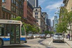 Autobús en la calle de McGill fotos de archivo