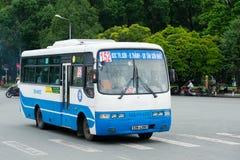 Autobús 152 en la calle de Saigon Imagen de archivo