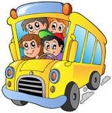 Autobús escolar con los niños felices Fotografía de archivo libre de regalías