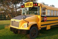 Autobús escolar del país Imágenes de archivo libres de regalías
