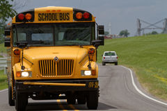 Autobús escolar en los caminos de Luisiana Imágenes de archivo libres de regalías
