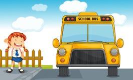 Autobús escolar y muchacha Imágenes de archivo libres de regalías