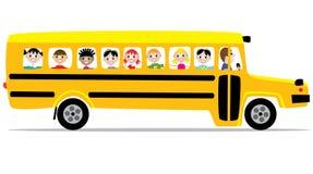 Autobús escolar y niños Imagen de archivo libre de regalías