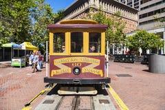 Autobús famoso del teleférico cerca Foto de archivo libre de regalías