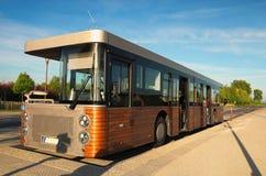 Autobús inusual a la abadía de Mont Saint Michele Parada de omnibus Mañana hermosa de la primavera Normandía, Francia Fotografía de archivo libre de regalías
