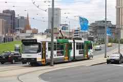 Autobús público en Melbourne, Australia que conecta a Rod Laver Arena fotos de archivo