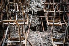 Autobús quemado, dentro Consecuencias de un fuego, una emergencia, un accidente Idea - es la seguridad contra incendios imagen de archivo libre de regalías