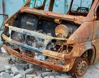 Autobús quemado viejo oxidado arruinado Imágenes de archivo libres de regalías