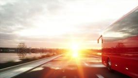 Autobús rojo turístico en el camino, carretera Conducción muy rápida Concepto turístico y del viaje Animación realista 4K almacen de video