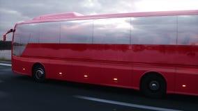 Autobús rojo turístico en el camino, carretera Conducción muy rápida Concepto turístico y del viaje Animación realista 4K stock de ilustración