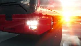Autobús rojo turístico en el camino, carretera Conducción muy rápida Concepto turístico y del viaje Animación realista 4K metrajes