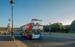 Autobús turístico de París fotografía de archivo
