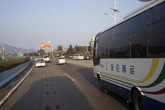 Autobús turístico en la isla de Hainan del camino Fotografía de archivo