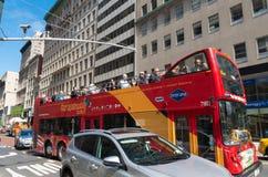 Autobús turístico en Nueva York imagenes de archivo