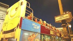 Autobús turístico en París metrajes