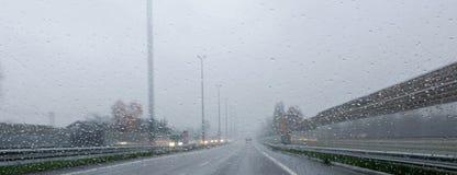 Autobahn en tiempo lluvioso Foto de archivo
