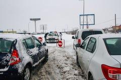 Autobahn geschlossen während des Schneesturmes im Winter Lizenzfreie Stockfotografie