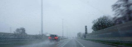 Autobahn im regnerischen Wetter Stockbilder