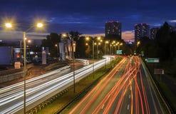 Autobahn in Katowice, Polen am Abend Stockfotos