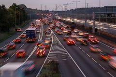 Autobahn M1 an der Dämmerung Lizenzfreie Stockbilder