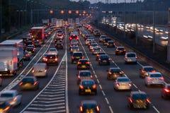 Autobahn M1 an der Dämmerung Stockfotografie