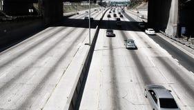 Autobahn mit hellem Verkehr Lizenzfreies Stockbild