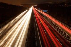 Autobahn A8 Stuttgart-Munich på natten Arkivfoton