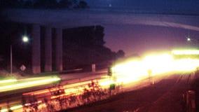 Autobahn-Verkehrsc$nachtzeit-versehen stock video