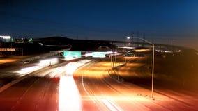 Autobahn-Verkehrsc$nachtzeit-versehen stock footage