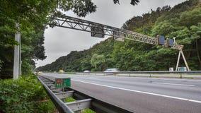 Autobahn-Verkehrszeichen-Bock stockfotografie