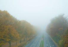 Autobahn w mgle fotografia royalty free