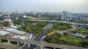 Autobahn zu Suvarnabhumi-Flughafen, Straße Bangkoks Srinakarin, Patta Stockbilder