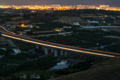 Autobahnbrücke nachts Stockfoto