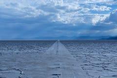Autobahnen auf Salzebenen. Lizenzfreies Stockbild