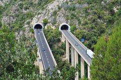Autobahntunnel auf der italienischen Mittelmeerküste stockbild