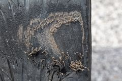 Autoband door versleten aan staal stock foto's