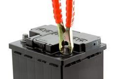 Autobatterie-Sprunganfang lizenzfreie stockbilder