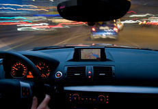 Autobewegung sehr, die sich schnell bewegt stockfotos