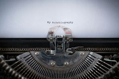 Autobiografia Pisać na maszynie na maszyna do pisania zdjęcie stock