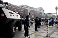 Autoblindata e soldati cinesi Fotografie Stock