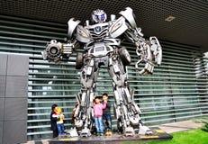Autobot e miúdos Imagens de Stock Royalty Free
