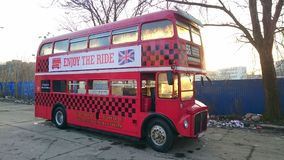 Autobús de dos pisos de la obra clásica de Londres Fotos de archivo