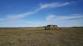 Autobus Żadny ląduje daleko od cywilizacji - Duża wyspa ziemia ogień - mężczyzna - obraz royalty free