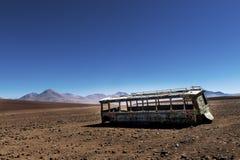 Autobus abandonné dans le désert dans le département de Potosà en Bolivie Photographie stock