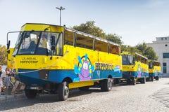 Autobus amphibies bleus jaunes à Lisbonne Photo stock