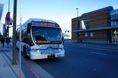 Autobus argenté de filet Images stock
