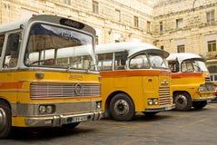 Autobus britanniques de cru dans le valetta Malte Image stock