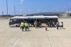 Autobus d'aéroport dans Paphos, Chypre Photographie stock libre de droits